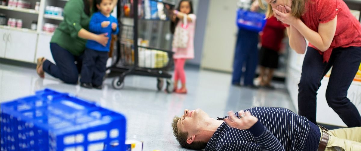 «Этот в синем пиджаке «сейчас убьёт мальчишку!» — почему больному эпилепсией не нужна ложка во рту