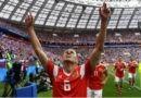 Полузащитник сборной России по футболу Денис Черышев поблагодарил Бога за победы