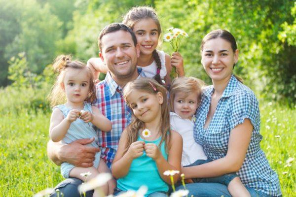 Все больше россиян считают идеальной семью с тремя детьми – опрос