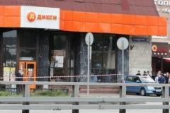Мужчина захватил заложников в московском магазине