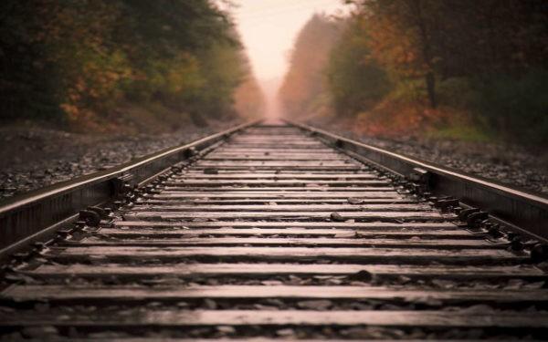 Полицейский из США спас человека от поезда в последнюю секунду – видео