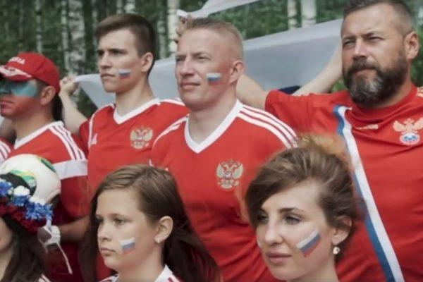 Болельщики сборной России ответили исландцам, спевшим «Калинку» (+видео)
