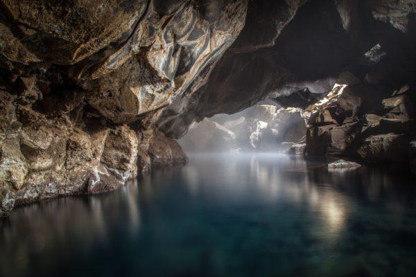 Эвакуация застрявших в пещере тайских школьников может занять несколько месяцев