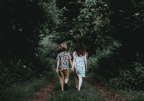 """""""Трижды дети встречали в лесу взрослых, и трижды им говорили: """"Идите вот туда"""". Как не пропустить человека в беде"""