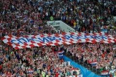 Песни, слезы и поддержка: 10 трогательных моментов чемпионата, после которых вы полюбите футбол