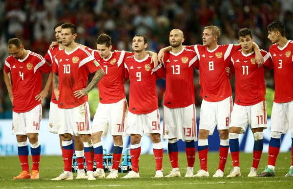 Россия уступила – но не проиграла. А еще российские футболисты помогают больным хосписа, строят детские площадки и работают кондукторами