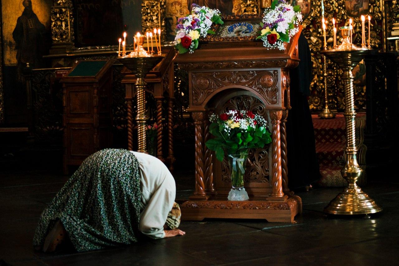 картинки в церкви молиться данном случае решила