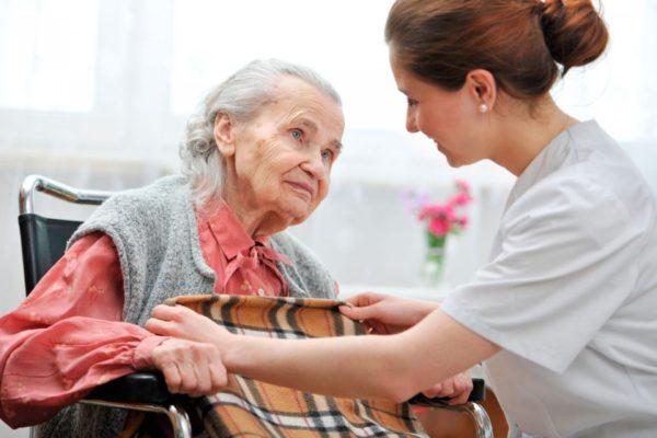 Долговременный уход за пожилыми и инвалидами охватит всю Россию к 2024 году – вице-премьер