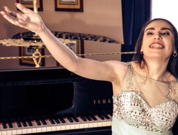 «Благодаря музыке я чувствую себя живой» – Альфина не может ходить, но это не мешает ей петь