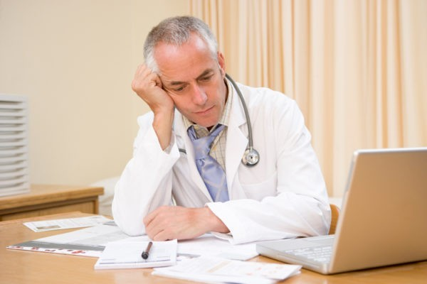 Медиков не будут привлекать к уголовной ответственности за врачебные ошибки – СКР