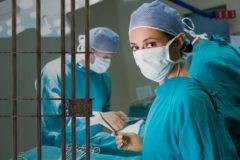 """Следствие ведут против медиков: зачем нужны """"медицинские"""" статьи в УК?"""