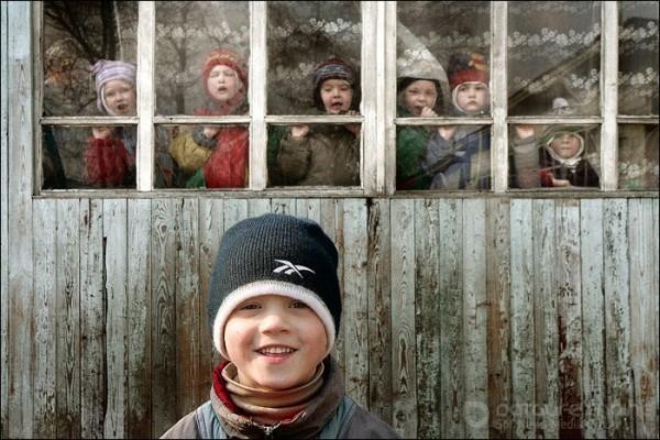 «Такой ребенок как Оля просто умрет в стенах детского дома» — приемные семьи о законопроекте Минпросвещения