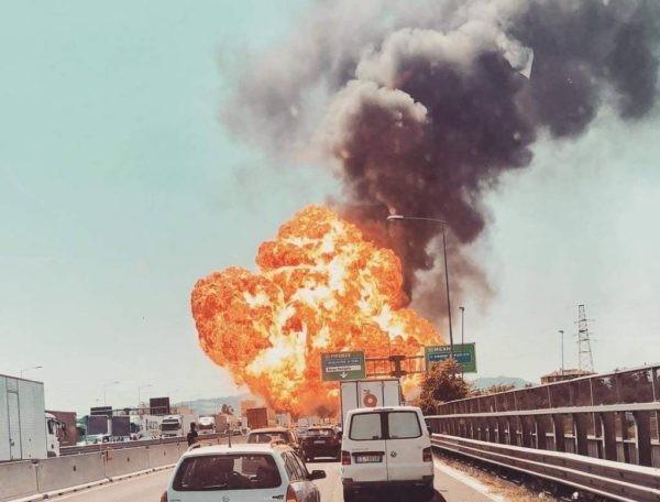 Во время взрыва бензовоза в Болонье пострадали  65 человек