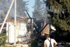 Под Житомиром дотла сгорел храм, который отобрали у верующих УПЦ
