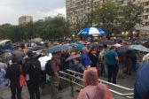 Марш матерей проходит в грозу: онлайн с несанкционированного шествия в Москве