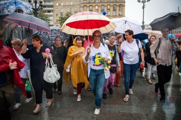 Марш матерей проходит в грозу: онлайн с несанкционированного шествия в Москве (+ФОТО)