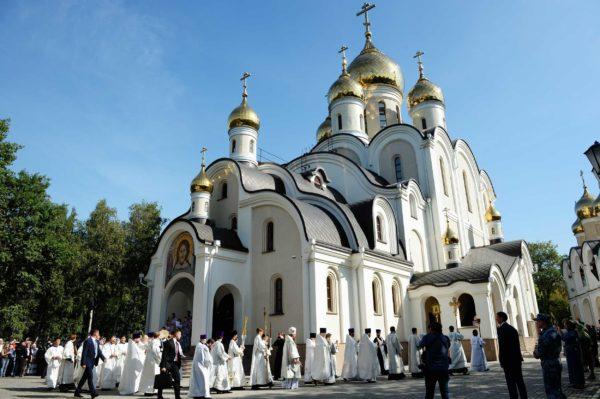 Патриарх Кирилл освятил новый храм в честь Матроны Московской