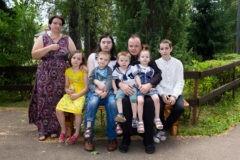Семья с шестью детьми осталась без света – а в МФЦ предлагают развестись ради пособий