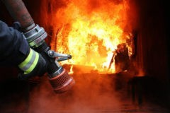 Трое подопечных ПНИ сгорели во времянке сотрудницы интерната – она запирала их там из-за пенсий