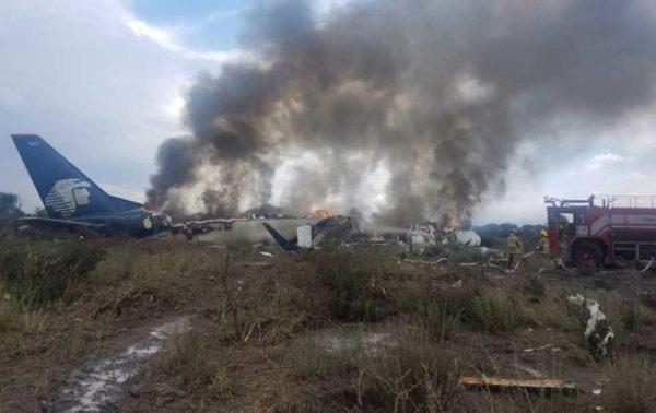 В Мексике разбился самолет с 99 пассажирами на борту – никто из них не погиб