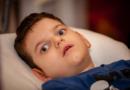 «Он реагирует только на боль!» – в 5 лет Адам не сидит, не ходит, не разговаривает