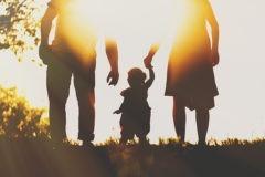 Власти ужесточат требования к приемным родителям и сократят число приемных детей в одной семье