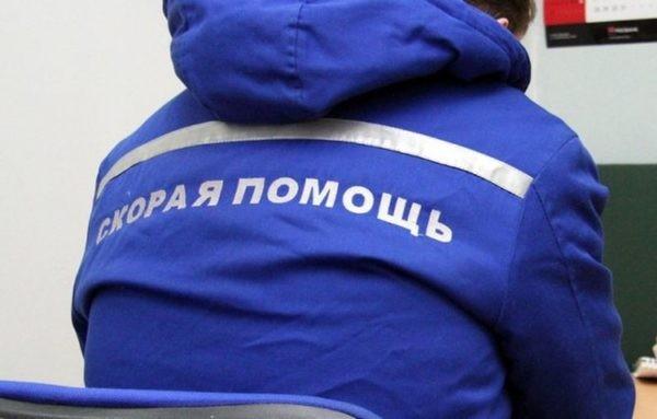Новгородские врачи восемь километров катили по рельсам носилки с парализованной  пациенткой