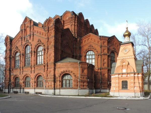 В Москве пройдет молебен в защиту найденного при раскопках храма Трех Вселенских Святителей