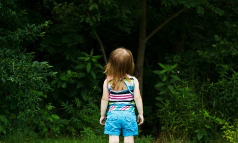 «Вышел из дома в папиных шлепанцах и исчез» — чем заканчиваются летние поиски пропавших детей