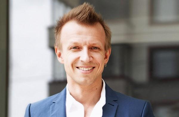 Антон Комолов: Сейчас бы сидел и программировал в Силиконовой долине