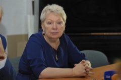 Глава Минпросвещения: Я категорически против сокращения до трех детей в приемных семья