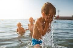 Вреден ли солнцезащитный крем и как беречь родинки – 4 вопроса дерматологу