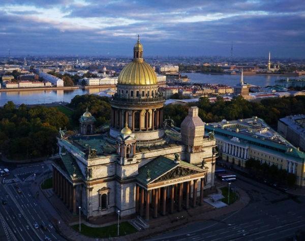 Жители Петербурга выберут православный символ города