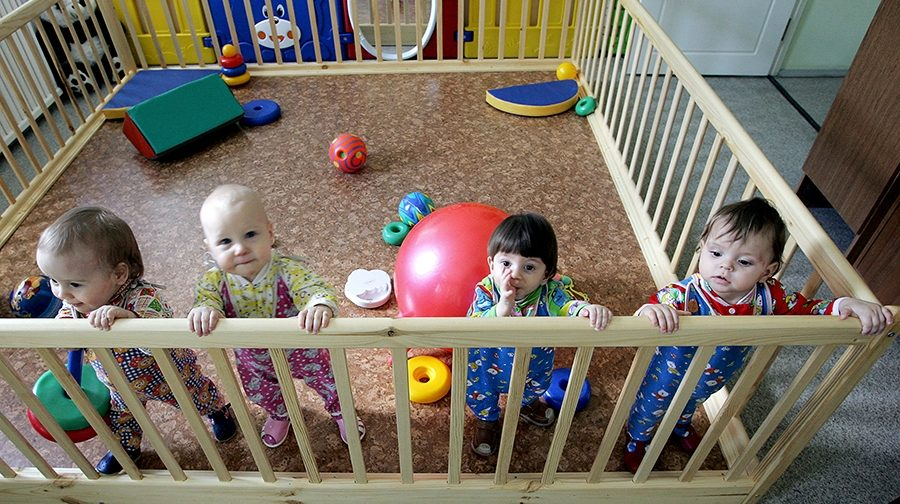 """""""Больше трех детей в руки не давать!"""" — помогут ли ограничения и тесты устройству сирот"""