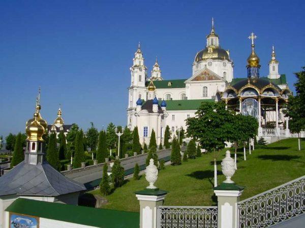 Наместник Почаевской Лавры призвал верующих быть готовыми защищать обитель