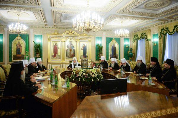 Синод принял решение приостановить сослужение с иерархами Константинопольского Патриархата