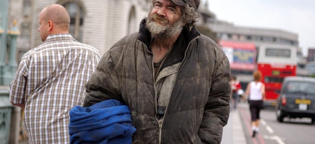 """""""Домашние"""" против бездомных — проблема не только в прачечной"""