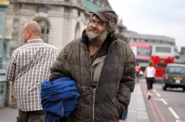 """""""Домашние"""" против бездомных – проблема не только в прачечной"""