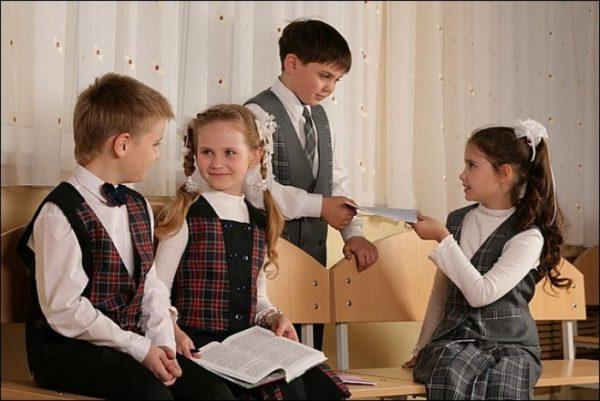 Более 80% россиян поддерживает идею школьной формы