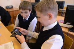 Большинство россиян поддерживают идею запрета смартфонов в школе