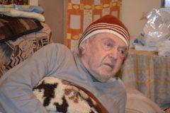 В Крыму ветеран ВОВ замерзает в собственном доме без отопления