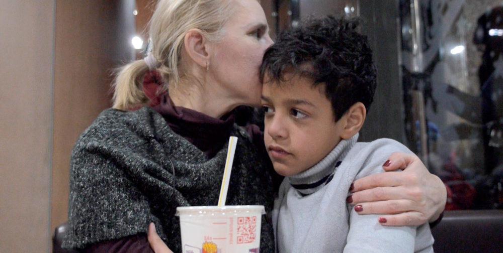 """""""Белая мама"""": имея шесть темнокожих детей, она усыновила еще одного """"проблемного"""""""