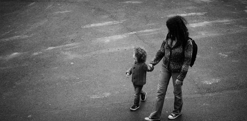 «Не берите моего ребёнка на руки» — почему это не каприз родителей