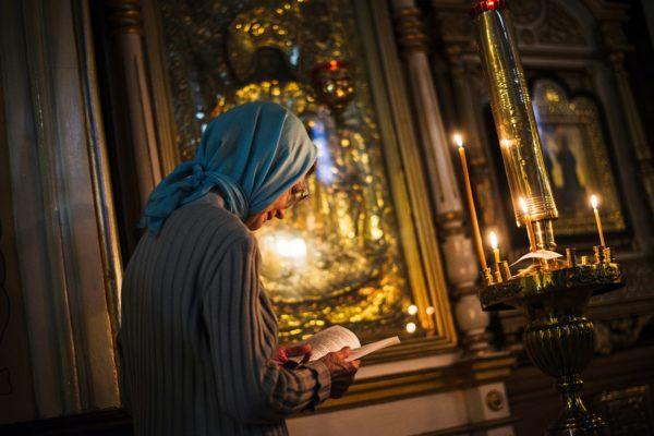 Мы повторяем молитвы и думаем, что Бог их слушает