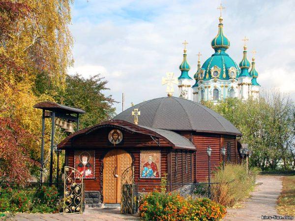 Братия Десятинного монастыря вывезла пять семей из района взрывов боеприпасов в безопасное место
