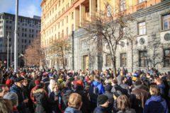Полицейские задержали около 50 участников акций в защиту фигурантов дел «Нового величия» и «Сети»