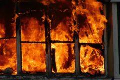 Житель Дагестана без страховки спас семью из квартиры на 9 этаже