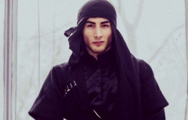 Танцор из Карачаево-Черкесии спас тонущих в море женщину и ребенка