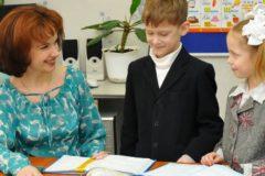 Школьникам и выпускникам помогут поздравить своих учителей