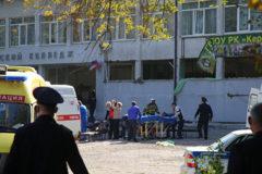 В Керчи проходит траурный митинг и панихида по жертвам нападения на колледж